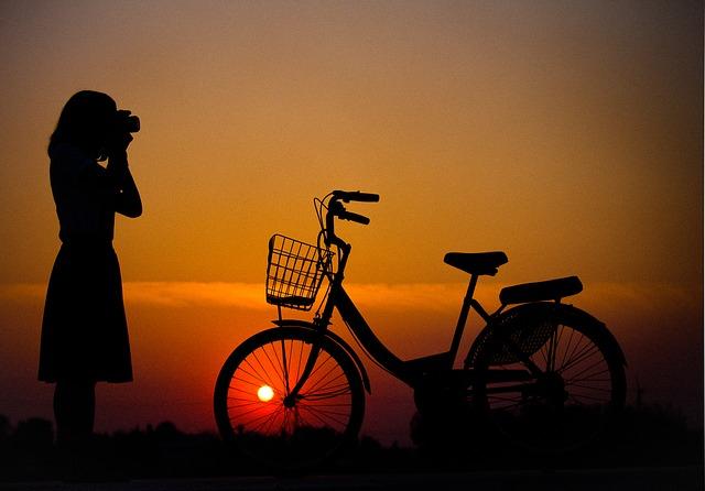 cyklistka s foťákem