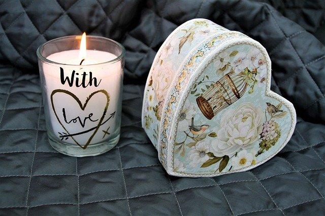 svíčka a dóza