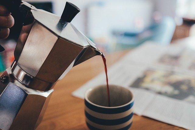 nalévání kávy.jpg