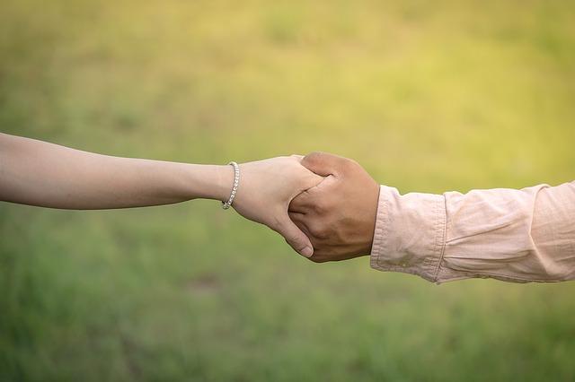 držení za ruce